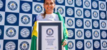 Maya Gabeira surfe la plus grande vague au monde