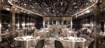 Ducasse sur Seine, un restaurant flottant à l'architecture et au décor qui explore le mouvement de la Seine