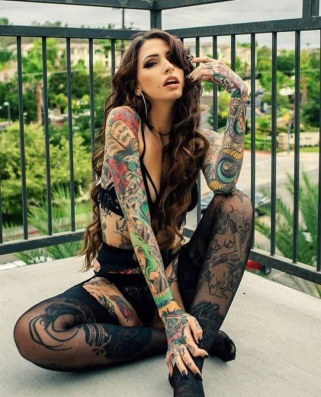 les plus beaux tatouages sur des corps de femmes de la semaine photos page 2 sur 2. Black Bedroom Furniture Sets. Home Design Ideas