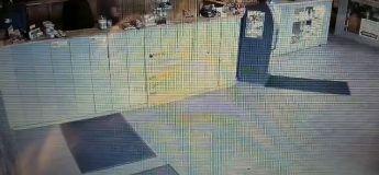Un employé d'un Weed Shop repousse quatre voyous armés avec une méthode originale