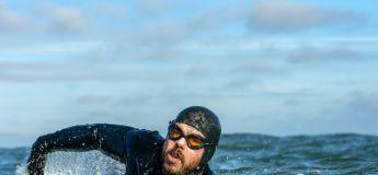 Il fait le tour de la Grande-Bretagne à la nage en 157 jours sans toucher la terre ferme