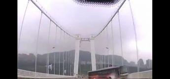 Une femme gifle le chauffeur causant la mort d'au moins 13 personnes dans un horrible accident