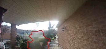 Une femme prétend avoir vu un fantôme devant sa maison via la caméra de surveillance
