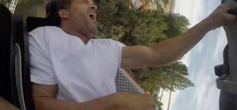 Il effraie son voisin de Roller Coaster avec une vis dans la main