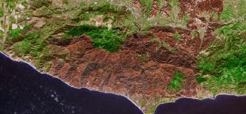 Californie : dégâts de l'incendie dévastateur vu de l'espace