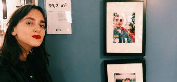 La folle mission d'un couple de remplacer les photos préfabriquées encadrées chez IKEA