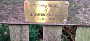 Scandale sur la plaque en mémoire de Saddam Hussein apparu sur un banc