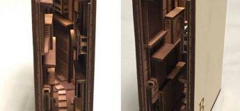 Ce talentueux artiste sculpte des serre-livres pour reproduire les rues de Tokyo dans la nuit