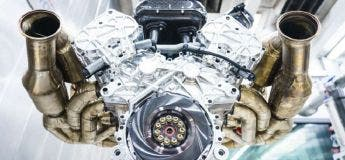 Aston Martin dévoile en photo le moteur V12 atmosphérique aménagé dans son supercar Valkyrie