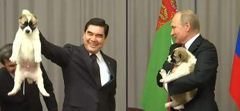 Vladimir fait montrer à ce président la bonne façon comment tenir un chiot !