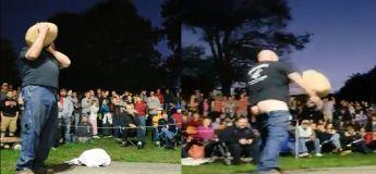 Concours d'haltérophilie : son pantalon tombe jusqu'aux genoux alors que ses mains étaient prises