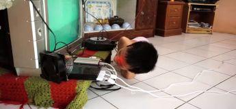 Né sans bras ni jambes mais il peut jouer à la console (vidéo)