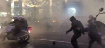3 motards de la police lynchés et pourchassés par une centaine de manifestants à Paris