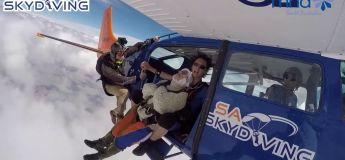 Record mondial : à 102 ans, elle est la femme la plus vieille du monde à sauter en parachute