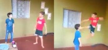 Une bagarre entre deux garçons se termine avec un coup de pied inattendu