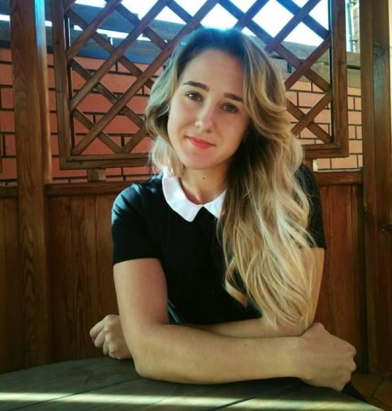 La profession de cette jolie blonde pourrait vous surprendre !