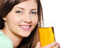 Boire son urine, la tendance santé qui fait fureur sur Facebook