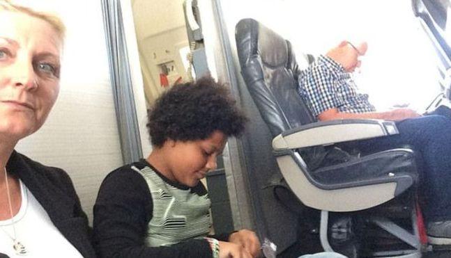 Une famille britannique forcée de rester assise par terre pendant un vol TUI