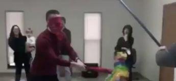 En voulant exploser cette piñata avec sa batte, il a failli décapité cette dame