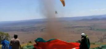Un parapentiste pris dans une tempête de sable retrouve la terre ferme 180 km plus loin