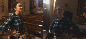 Cette femme, chantant 'Ave Maris Stella' dans une cathédrale, va certainement vous donner des frissons
