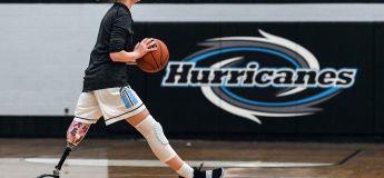 Amputée de la jambe, cette basketteuse de 16 ans joue comme une pro