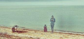Google Maps capture la photo flippante de trois «fantômes» sur une plage déserte
