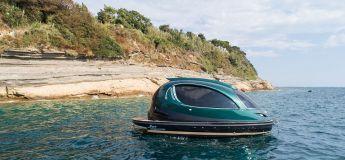 Le Royal Version 001 de Jet Capsule vous offre une expérience luxueuse sur l'eau