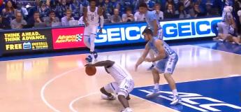La future star de la NBA Zion Williamson se blesse au genou en explosant sa basket