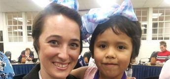 Cette enseignante du Texas reproduit la même coupe de cheveux que son élève pour la soutenir