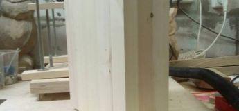 C'est une sculpture fascinante en bois de bricolage que vient de réaliser cet artiste