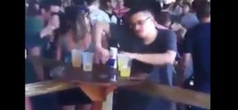 Bourré, il devient le DJ de la soirée dans un «grand club»