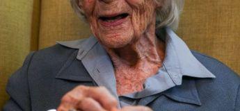 À 104 ans, cette grand-mère réalise enfin son rêve… d'être menottée