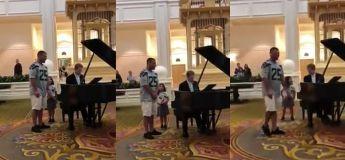 Suite à la demande de sa petite fille, ce papa a émerveillement chanté «Ave Maria» à Disney World