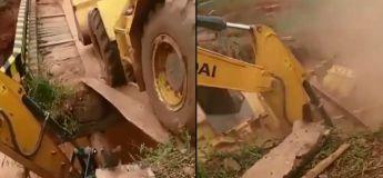 Ils ont voulu faire passer un tracteur depuis un pont mal construit mais ça a mal tourné