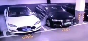 Une voiture Tesla Model S garée est en train d'exploser en Chine (Vidéo)