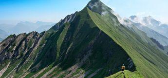 Un paysage à couper le souffle sur le Hardergrat, un des sentiers de crête les plus fascinants dans le monde