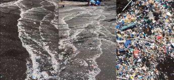 Vous allez penser que c'est de l'écume de mer mais en réalité ce sont des déchets de microplastiques couvrant toute la plage