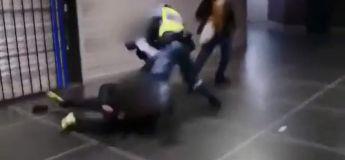Le réflexe de cet agent de sécurité est super impressionnant, on dirait un film d'action