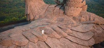 Un artiste a mis 10 ans pour créer la plus grande sculpture d'oiseau au monde