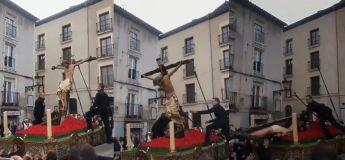Drame durant Pâques, une grande statue de Jésus Christ tombe accidentellement sur plusieurs personnes