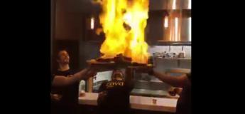 Ces cuisiniers ont voulu faire le show en flambant leurs plats, mais cela ne s'est pas passé comme prévu !