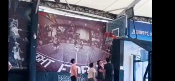 Quand le ballon de basket se coince sur le panier, rien ne va plus (ne ratez pas la fin de la vidéo)