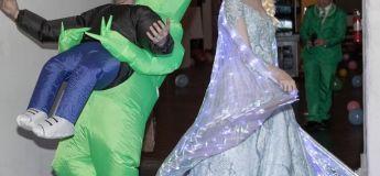 Un couple a eu un mariage avec un thème « inhabituel » : les invitées pouvaient porter à nouveau leurs anciennes robes de mariée