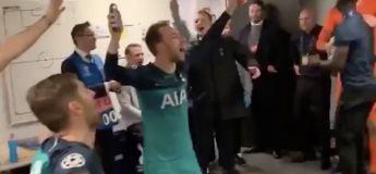La joie des joueurs des Tottenham Spurs dans le vestiaire en chantant Oasis