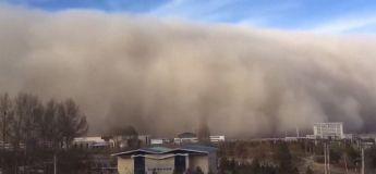 Une ville australienne s'est retrouvée dans le noir absolu à cause d'un énorme nuage de sable