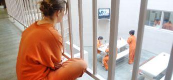 Libérée, une femme se perd dans la prison et reste coincée pendant deux jours et demi dans une cage d'escalier