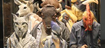 Des sculptures humaines très étranges avec des têtes d'animaux