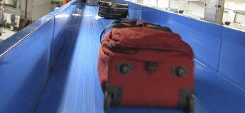 Un enfant emporté par un convoyeur à bagages dans un aéroport