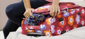 L'homme porte 15 chemises pour éviter de payer des frais d'excédent de bagages